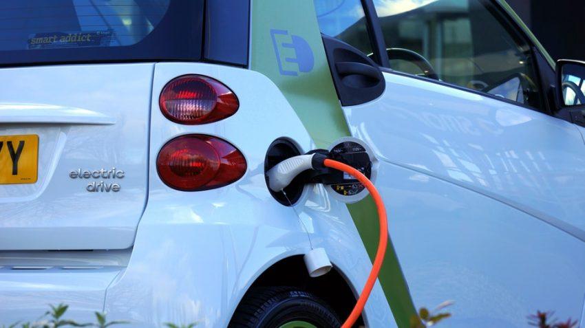 Stacja ładowania samochodów elektrycznych spotykana w coraz większej liczbie miast